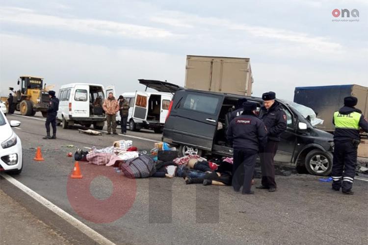 Azərbaycandan gedən mikroavtobus qəzaya düşdü, 7 nəfər öldü – Video