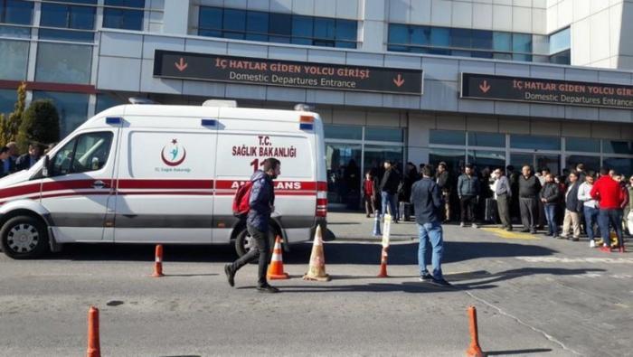 Türkiyədə hava limanında polis öz həmkarını güllələdi – VİDEO