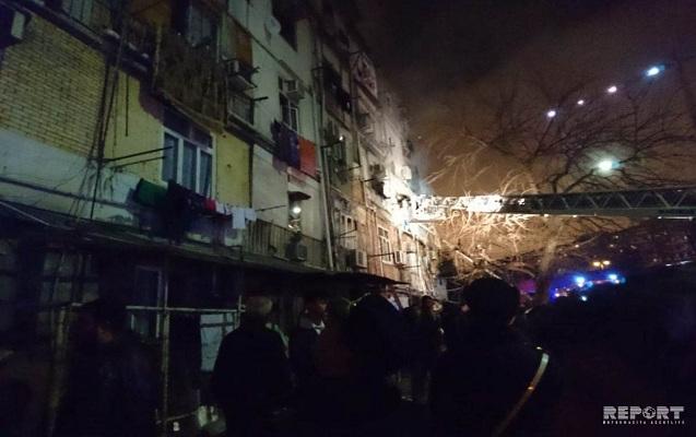 Bakıda yataqxanada yanğın – 2 ölü, 6 yaralı (Fotolar, Video)