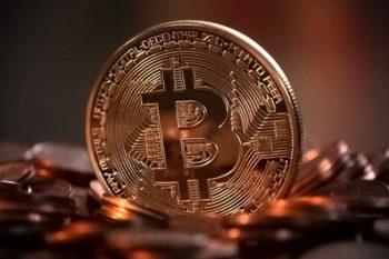 """""""Bitcoin""""in qiyməti 8 min dolları ötüb"""