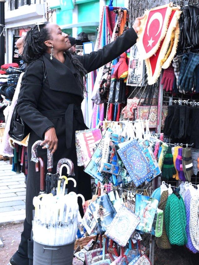 Dünyada məşhur olan müğənni İstanbula gəldi, İslamı qəbul etdi — FOTOLAR
