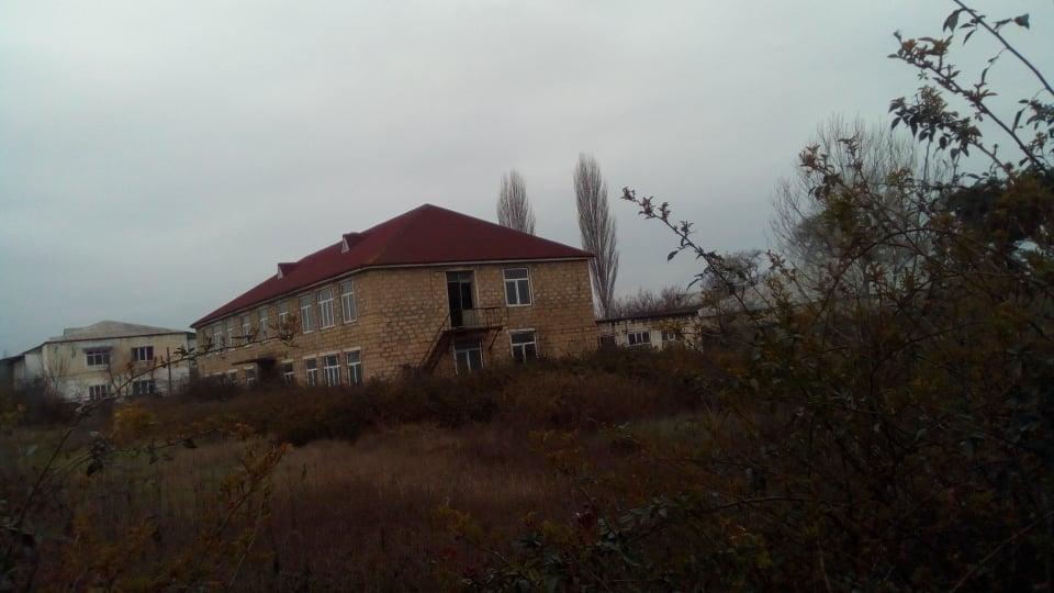 İcra başçısı konserv zavodunun 150 səhmdarını çölə atdırıb – reportaj