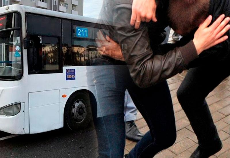Bakıda avtobus sürücülərinin qanlı davası – İnsanların gözü qarşısında barmağını kəsdi