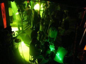 Bakıda gecə klubunda 28 yaşlı qızı döydülər: xəstəxanalıq oldu