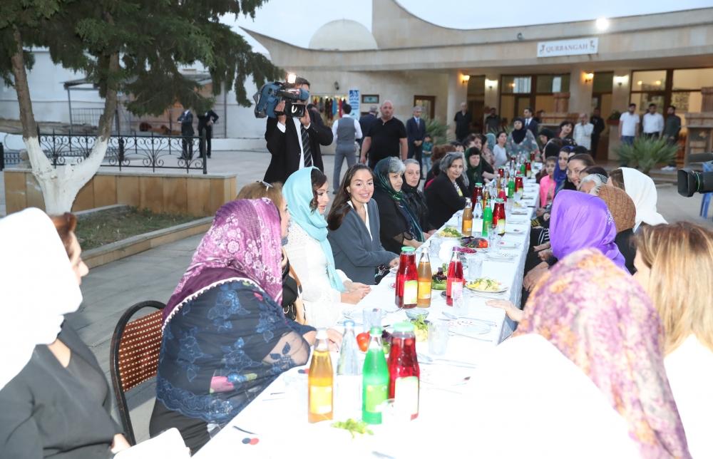 Mehriban Əliyeva iftar mərasimində iştirak edib – FOTOLAR