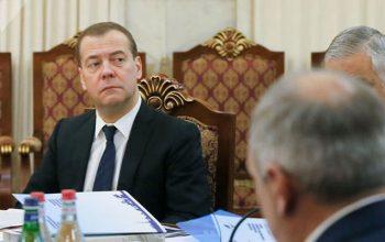 Medvedev Paşinyanı ələ saldı – Video
