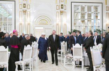 Prezident şeyxin iqamətgahındakı iftar mərasimində – Fotolar