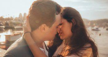 Gənc qız sevgilisi ilə öpüşəndən dərhal sonra öldü – ƏCAİB SƏBƏB