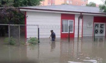 """İstanbulu """"sel apardı"""", leysan şəhəri iflic etdi – Fotolar"""