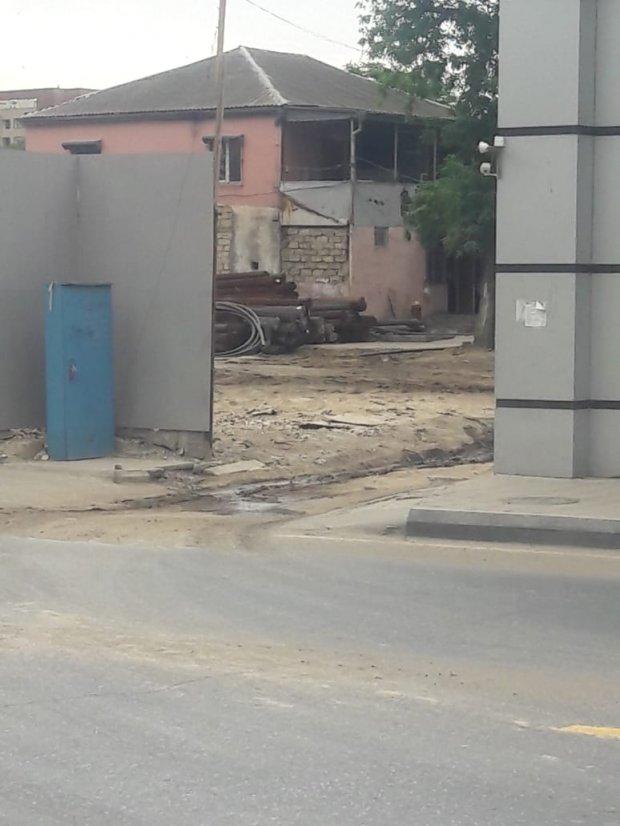 """Bakıda tikilməkdə olan binalara qoyulan """"yavaş təsirli bomba"""""""