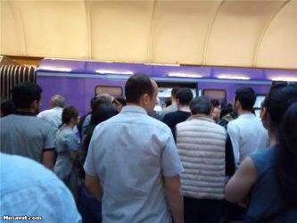 Bakı metrosunda problem – Sərnişinlər boşaldıldı, hərəkət iflic oldu
