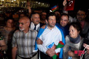 Fuad Abbasov Bakıda milli qəhrəman kimi qarşılandı, ilk açıqlamasını verdi – Foto, Video