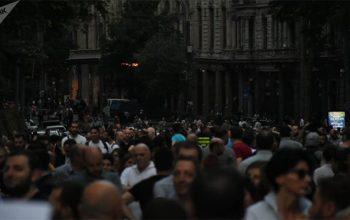 Gürcüstanda mitinqçilər parlamentə hücum ediblər – Nazir istefaya razılaşdı