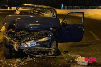 Bakıda ərəblərin olduğu avtomobil qəzaya uğradı – Yaralılar var