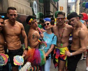 Sabiq azərbaycanlı aparıcı Nyu Yorkdakı gey paradda – FOTO