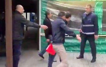 Azərbaycanlı rus məmurların üzərinə benzin tökdü – Video