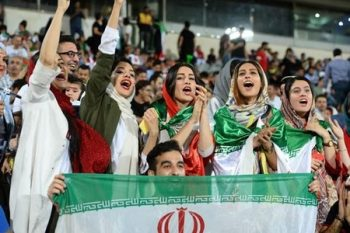 İranda qadınların stadiona girişinə icazə verildi
