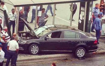 """""""Gənclik""""də avtomobil dayanacağa girdi – Nişanlı cütlük yaralandı (FOTO)"""