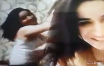 Azərbaycanda iki qız oğlanın qarşısında erotik rəqs edərək… (VİDEO)