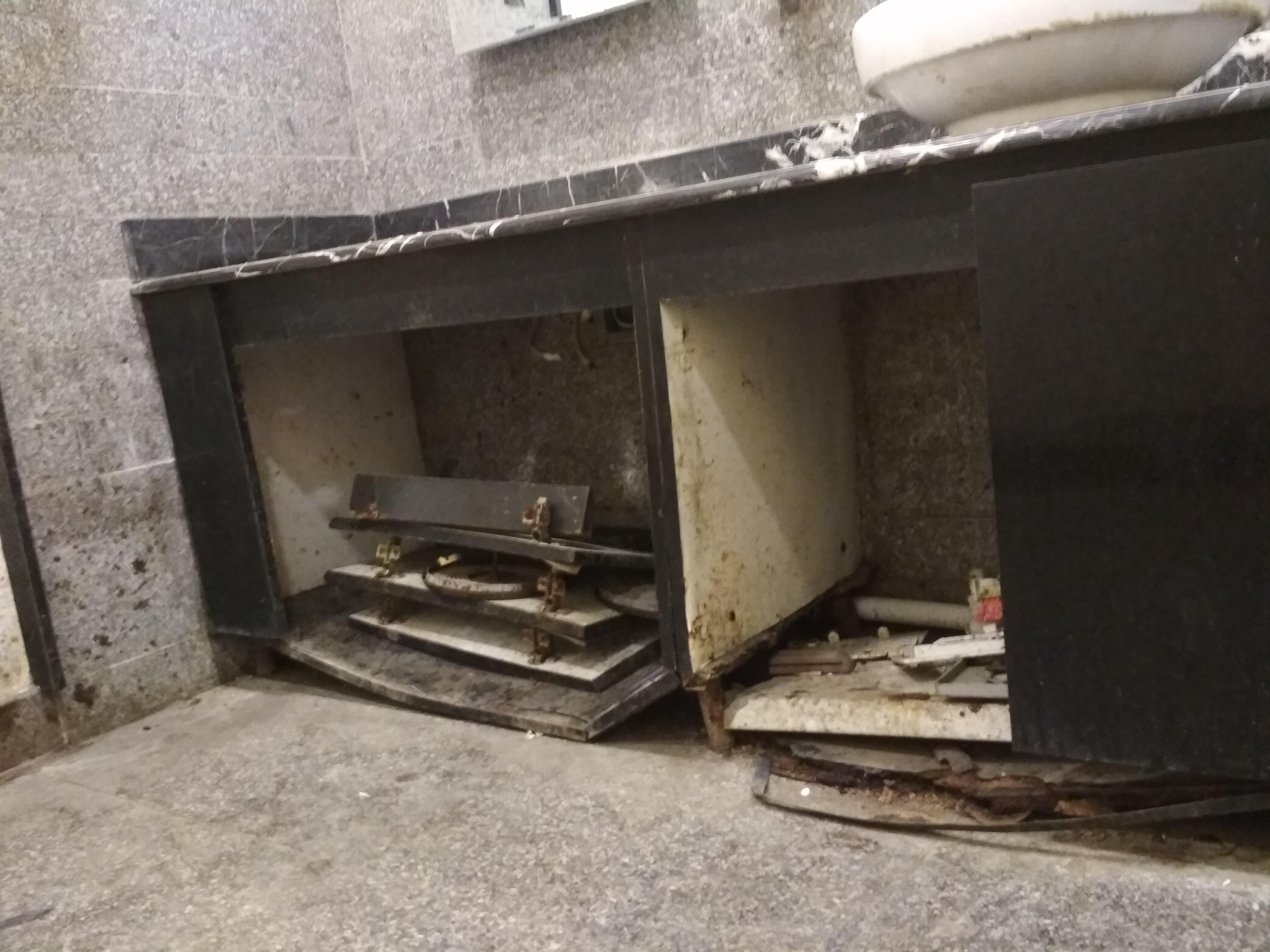 İcra hakimiyyətinin binasının qarşısında biabırçı mənzərə – Fotolar