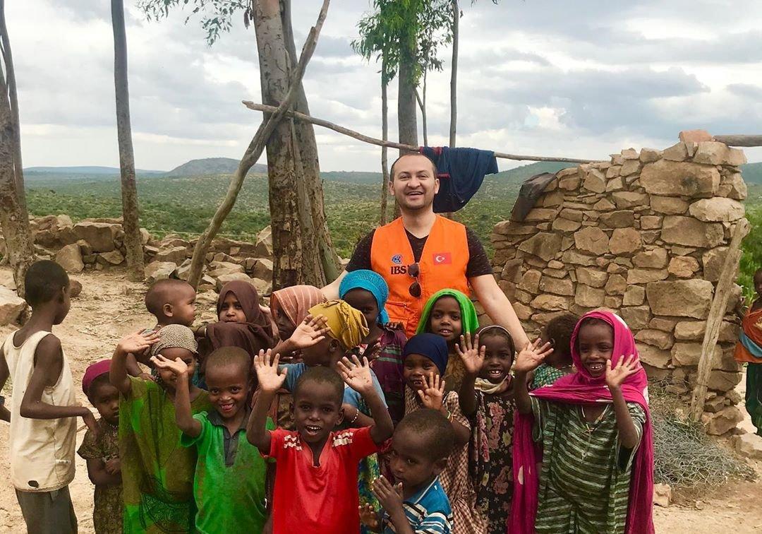 """Telejurnalist Turan İbrahimov Afrikada gördüyü dəhşətlərdən danışdı: """"Bir anda atışmanın ortasında qaldım…"""" – FOTOLAR"""